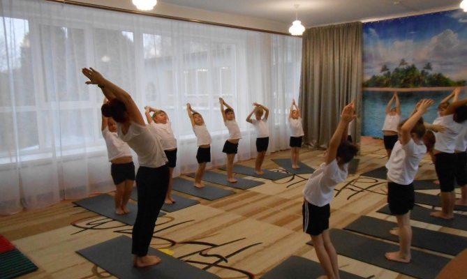 Конспект занятия по Хатха йоге для средней группы. Воспитателям детских садов, школьным учителям и педагогам - Маам.ру