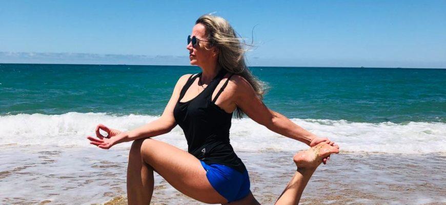 Утренняя йога для начинающих: комплекс упражнений для пробуждения и похудения, польза занятий вместо зарядки